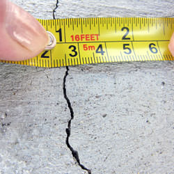 A crack in a poured concrete wall that's showing a normal crack during curing in Brentwood